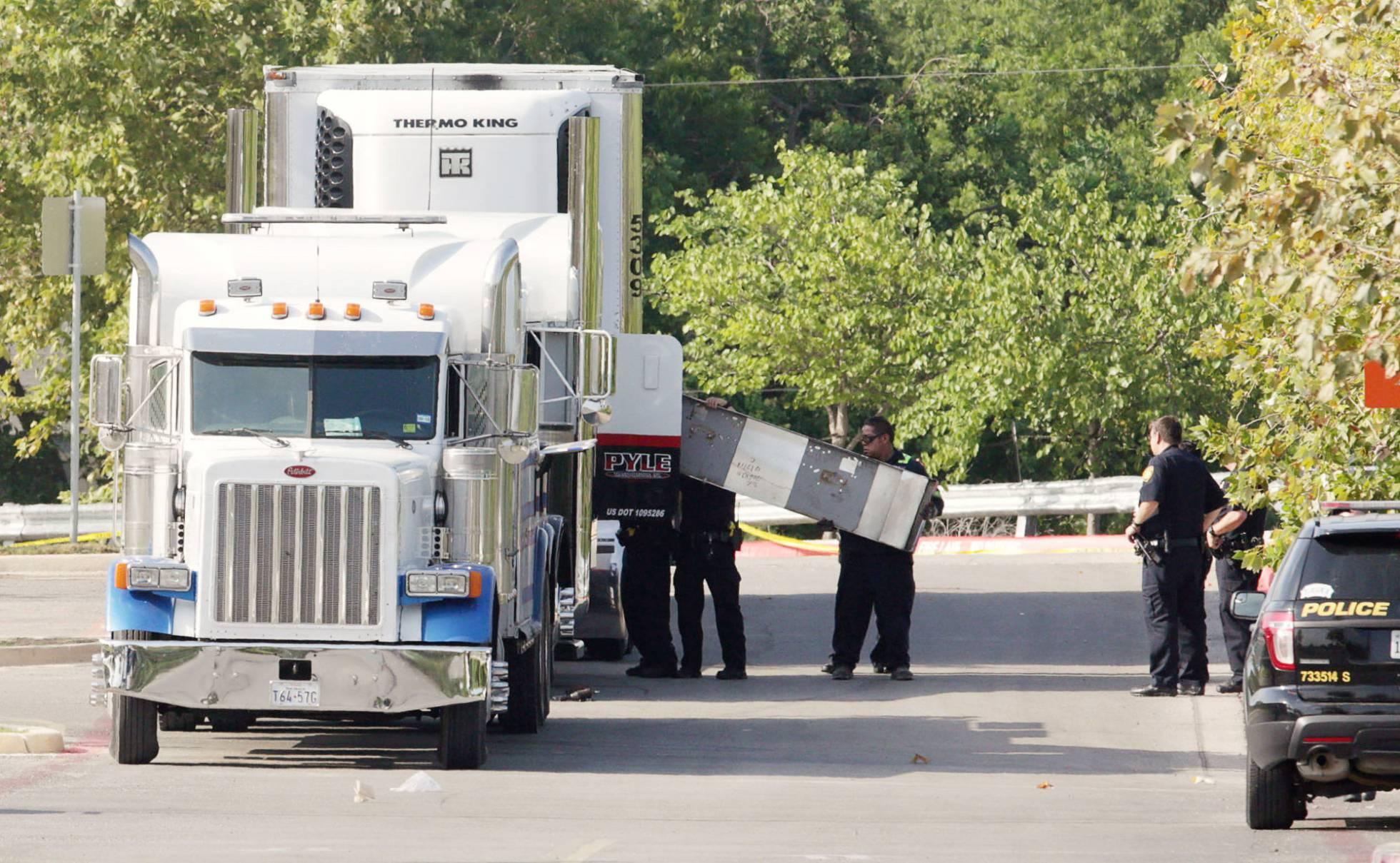 """Un superviviente del 'camión de la muerte' de Texas: """"La gente golpeó para alertar al conductor, pero nunca paró"""""""