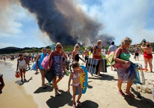 turistas evacuan playa