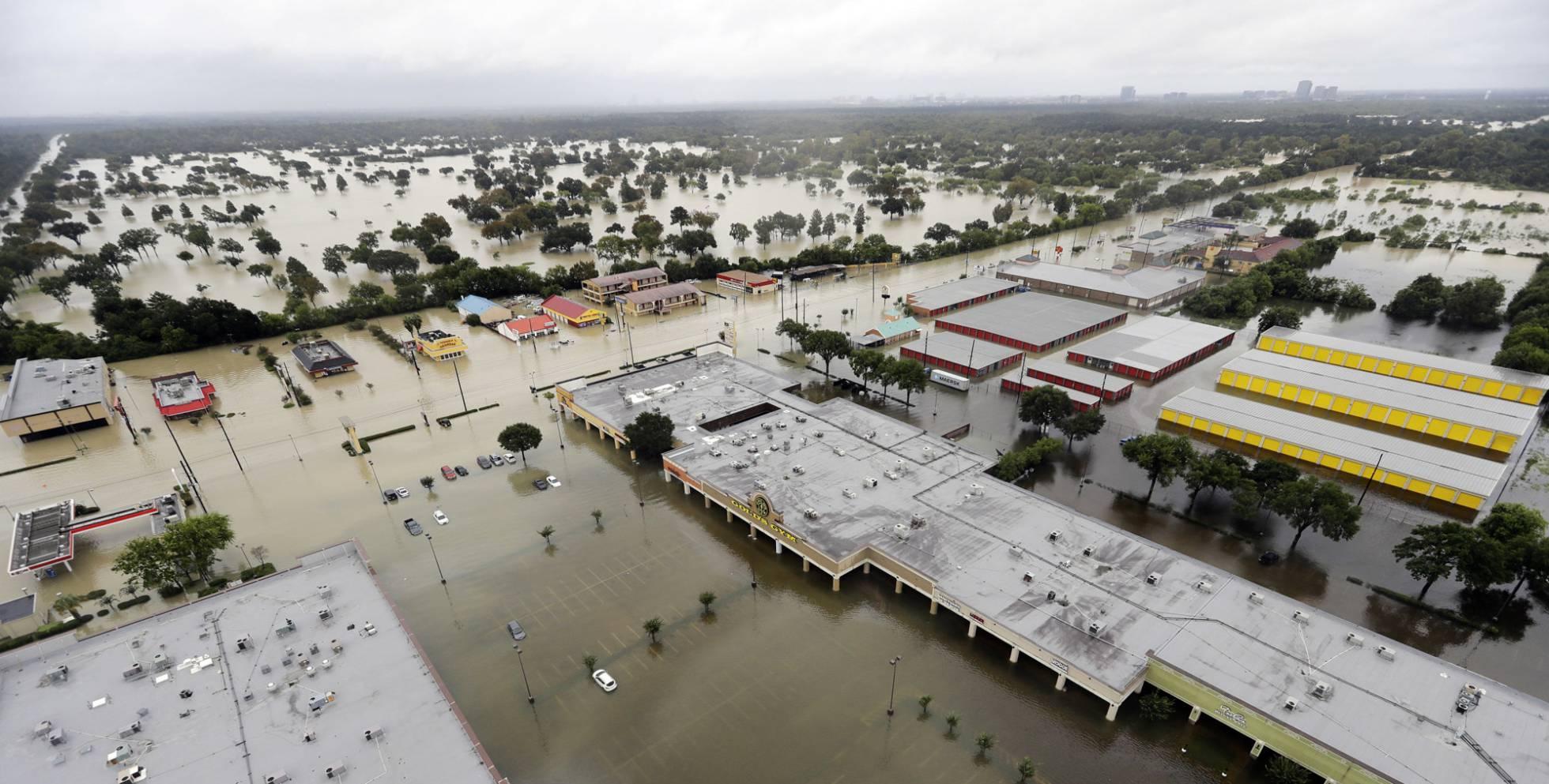La lluvia de Harvey desborda los embalses de Houston