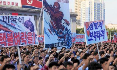 1 personas apoyando a Kim Jong Un