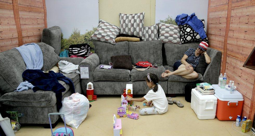 Macrotiendas de muebles convertidas en refugio para víctimas de Harvey