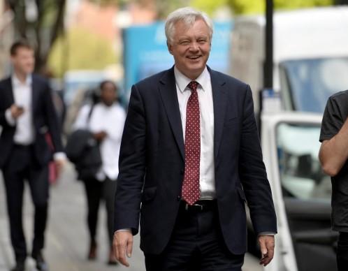 Londres plantea a Bruselas una «unión aduanera temporal» tras el «brexit»