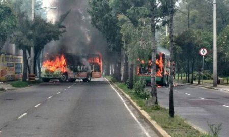 camiones en llamas