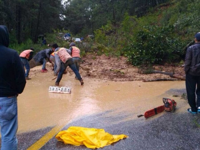 Deslave causa cierre parcial en la carretera México-Toluca