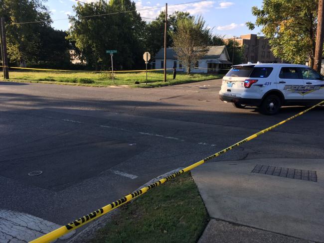 Un muchacho de 15 años fue baleado mientras caminaba en Ensley