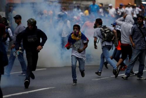 Al menos 11 muertos en enfrentamientos entre el Ejército venezolano y un grupo armado