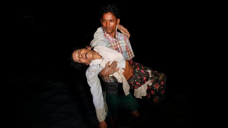 Una embarcación con más de cien refugiados rohingya naufraga en la bahía de Bengala
