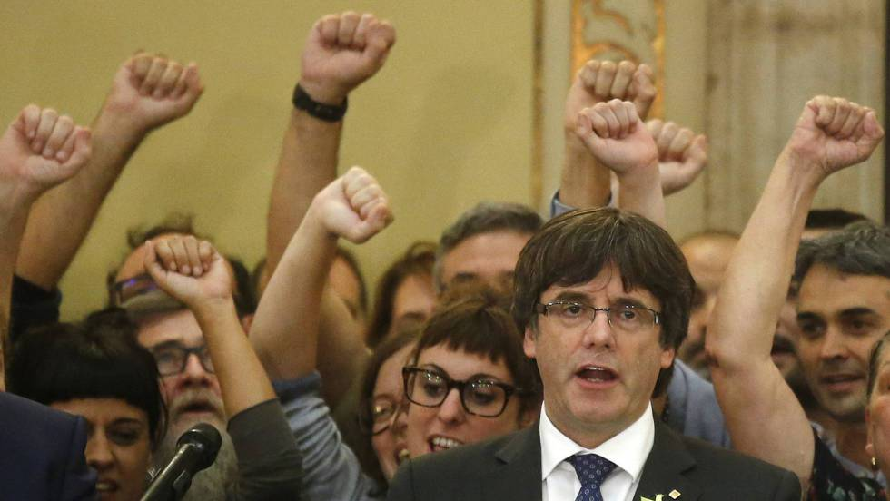 El presidente catalán y cinco de sus consejeros se refugian en Bruselas