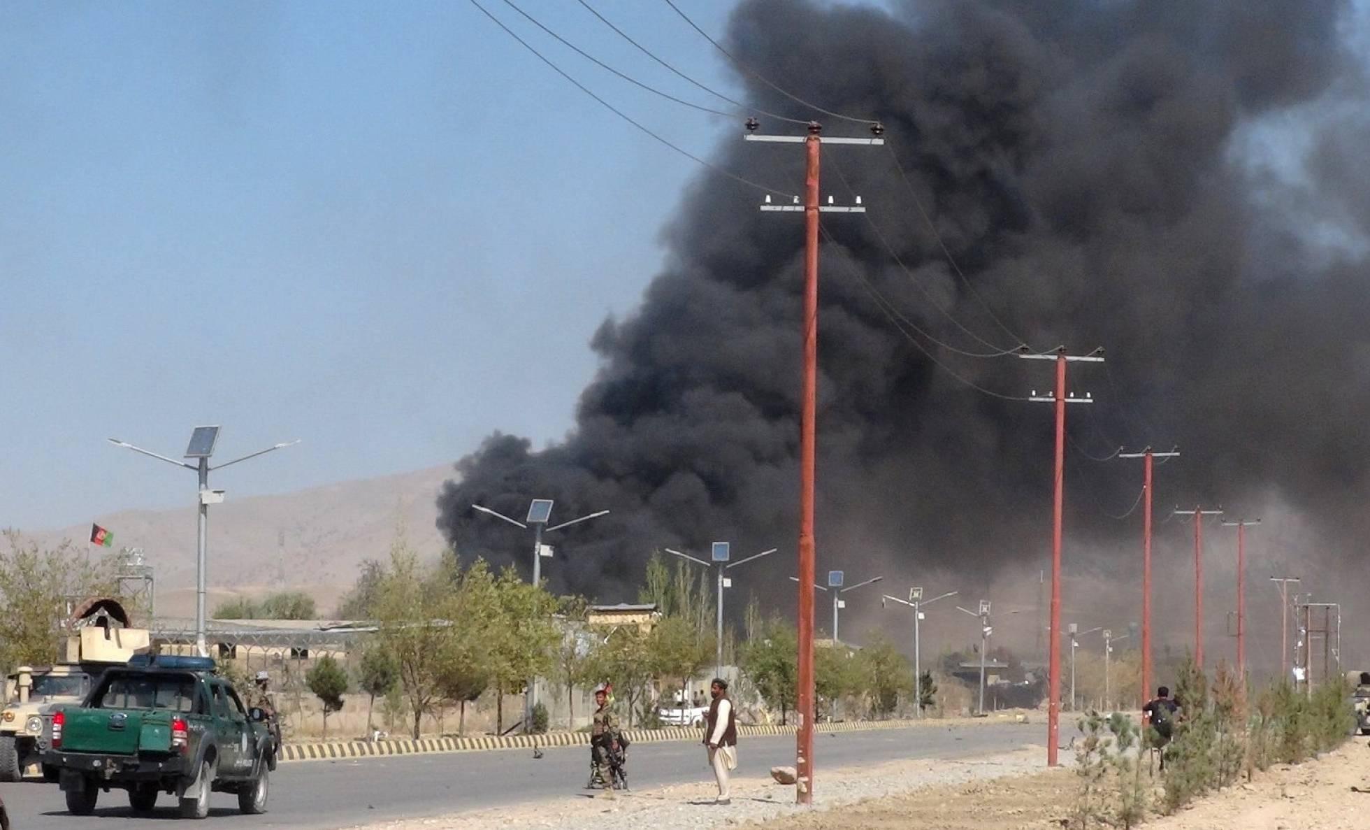 Más de 70 muertos en dos atentados simultáneos en Afganistán