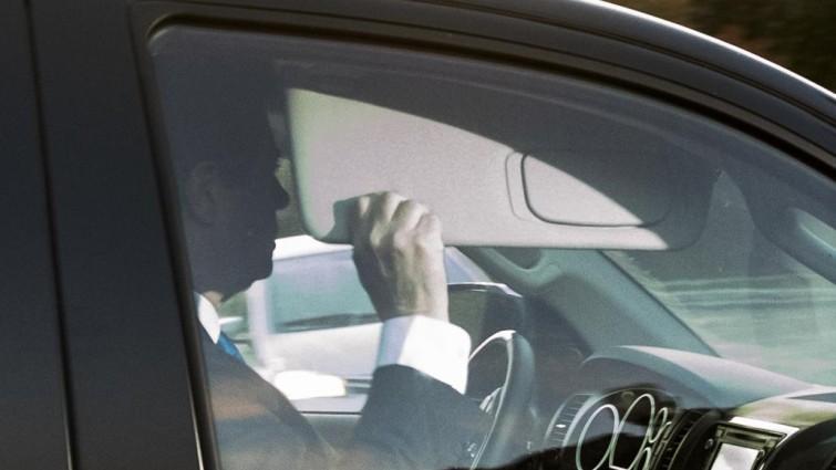 exdirector campana trump en su vehiculo
