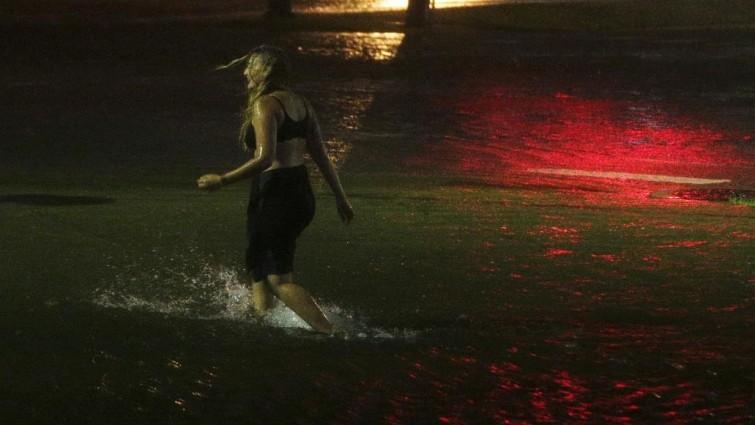 «Nate» se degrada a depresión tropical pero siguen las fuertes lluvias en EE UU