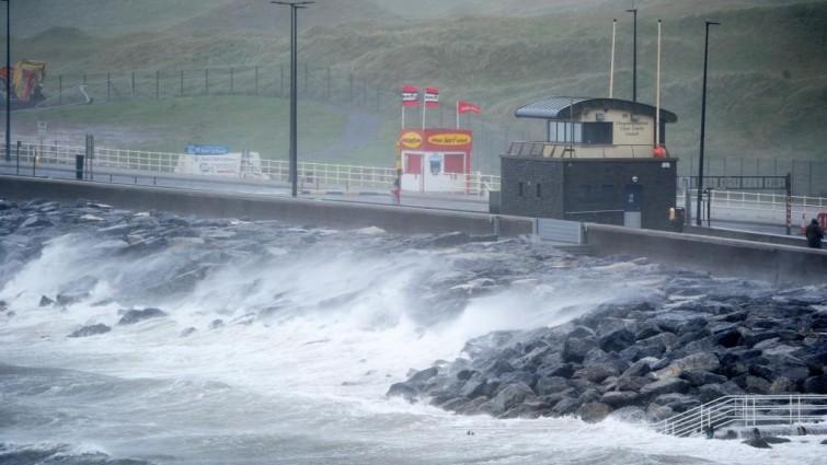La tormenta Ofelia paraliza Irlanda y deja tres muertos