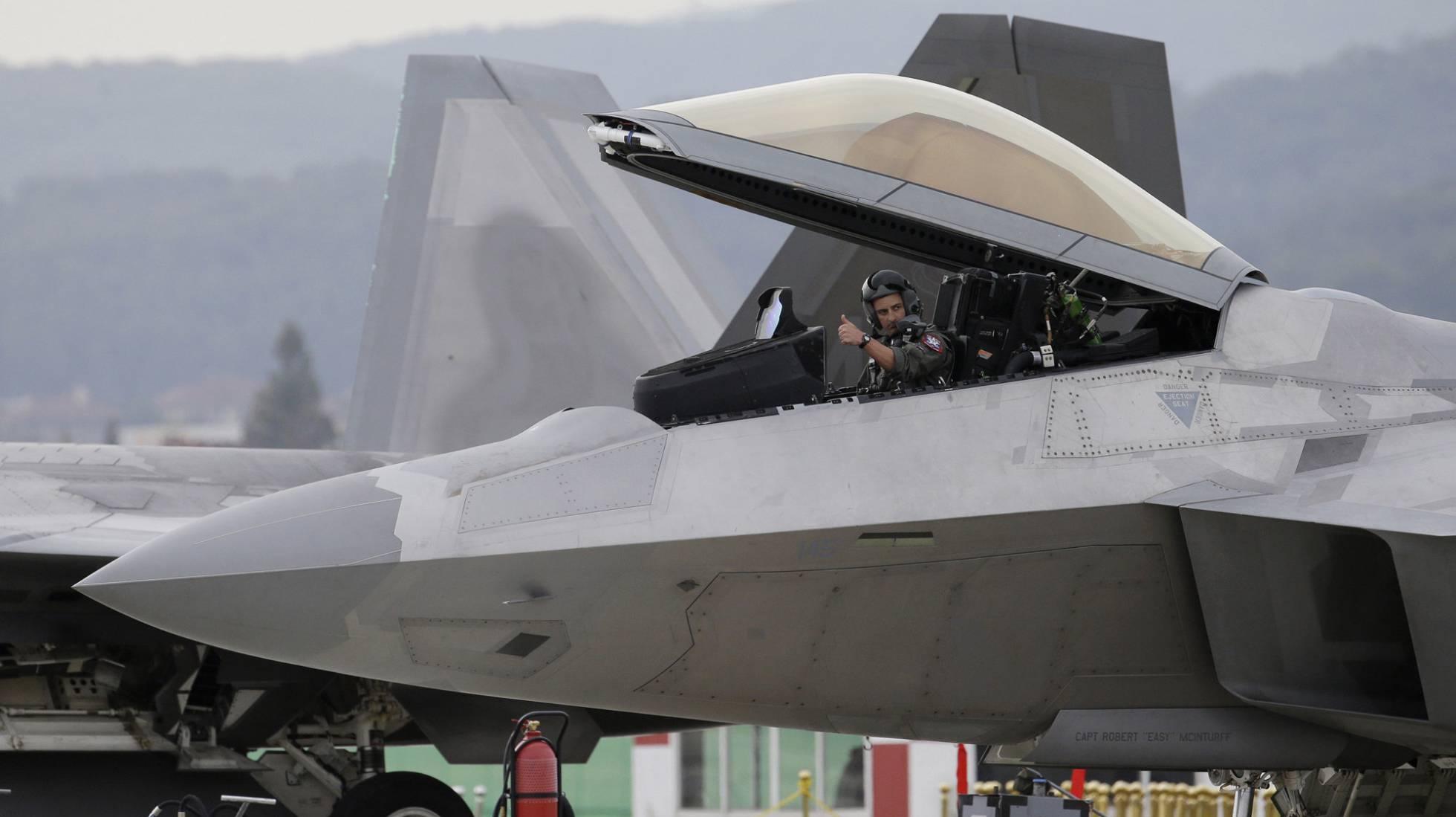 La falta de pilotos de combate obliga a Trump a reclutar a aviadores retirados