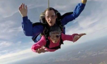 salto en paracaidas 94 anos