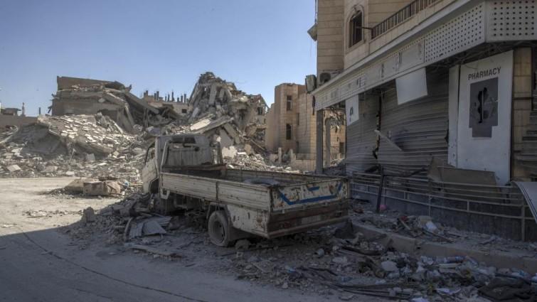 El Estado Islámico se retira del mayor campo de petróleo de Siria