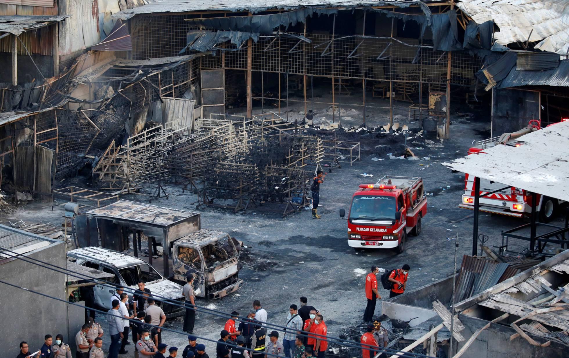 Medio centenar de muertos en un incendio en una fábrica de fuegos artificiales en Indonesia