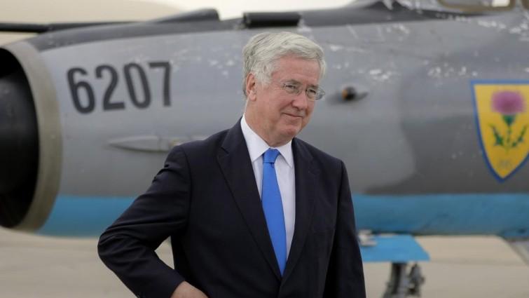 Dimite el ministro de Defensa británico arrastrado por la ola de escándalos sexuales