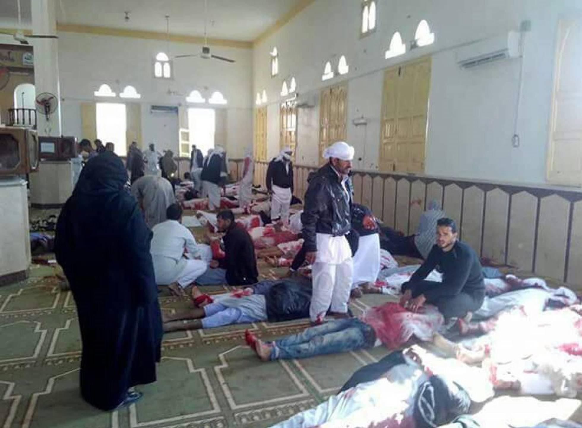 El peor atentado en la historia de Egipto causa al menos 235 muertos en una mezquita
