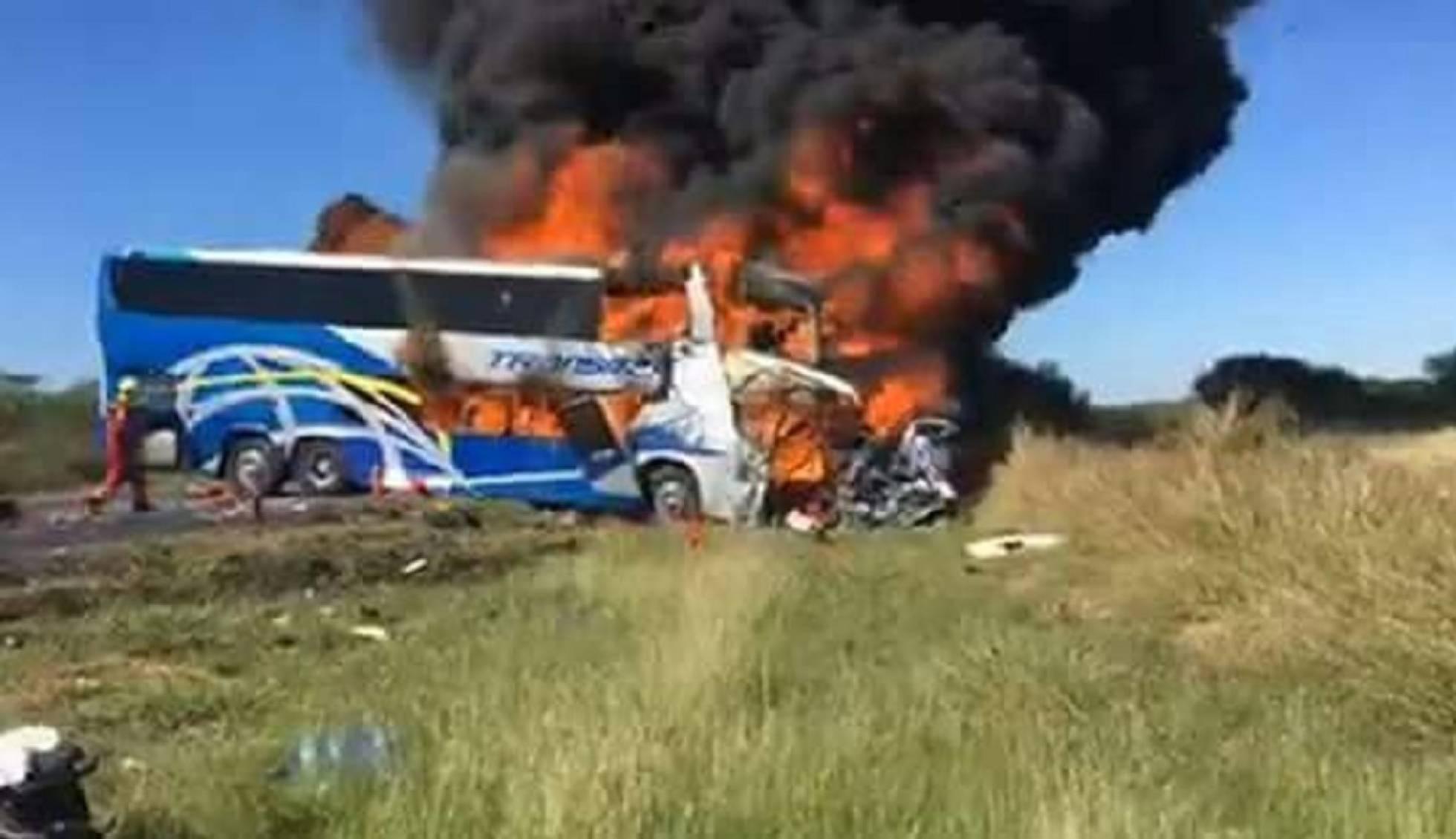 Al menos dos muertos en un choque de un autobús turístico en Tamaulipas