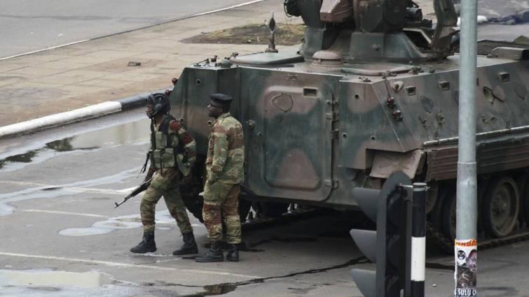 El Ejército toma el control de Zimbabue y retiene a Mugabe en su casa