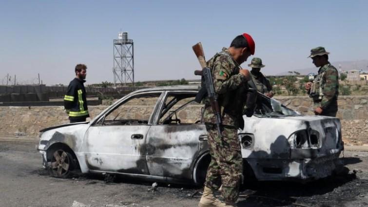 Mueren 32 presuntos miembros de EI y los talibán en bombardeos en Afganistán