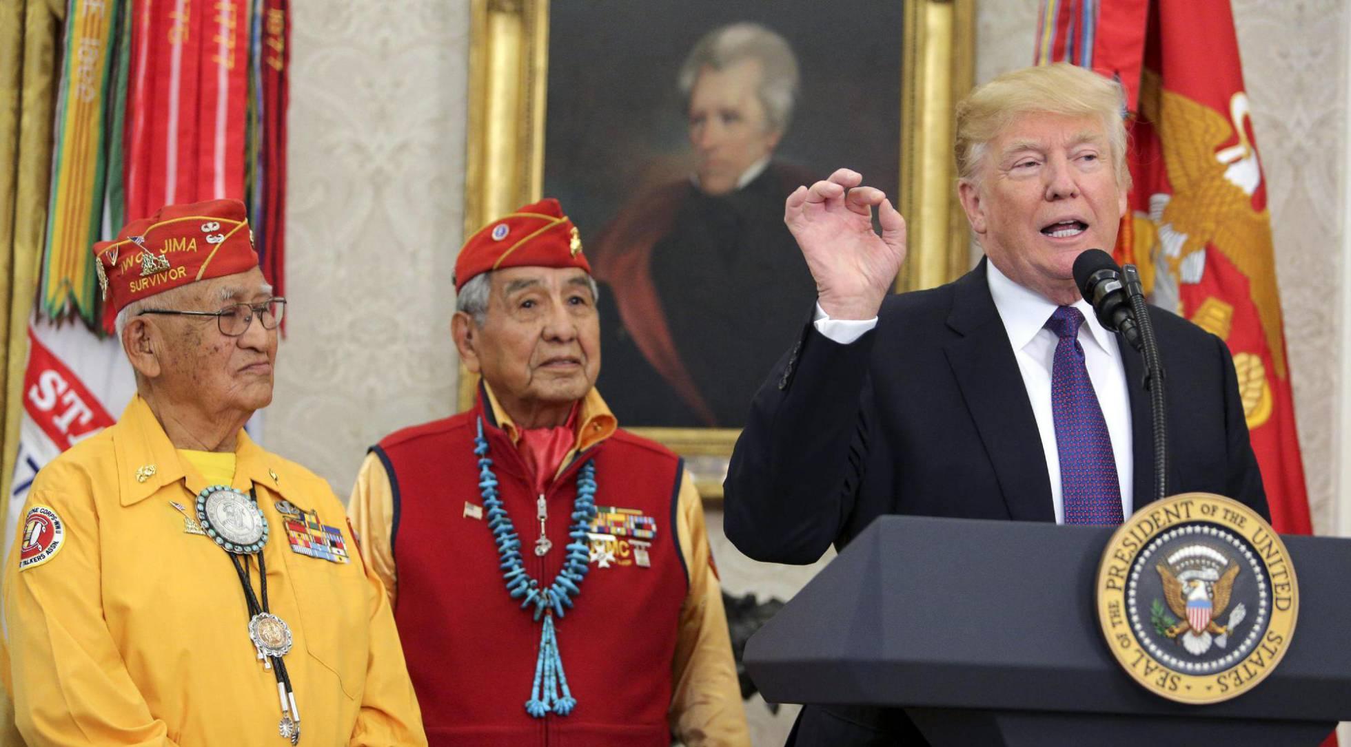 """Trump ataca a una senadora llamándola """"Pocahontas"""" durante un acto oficial con indios americanos"""