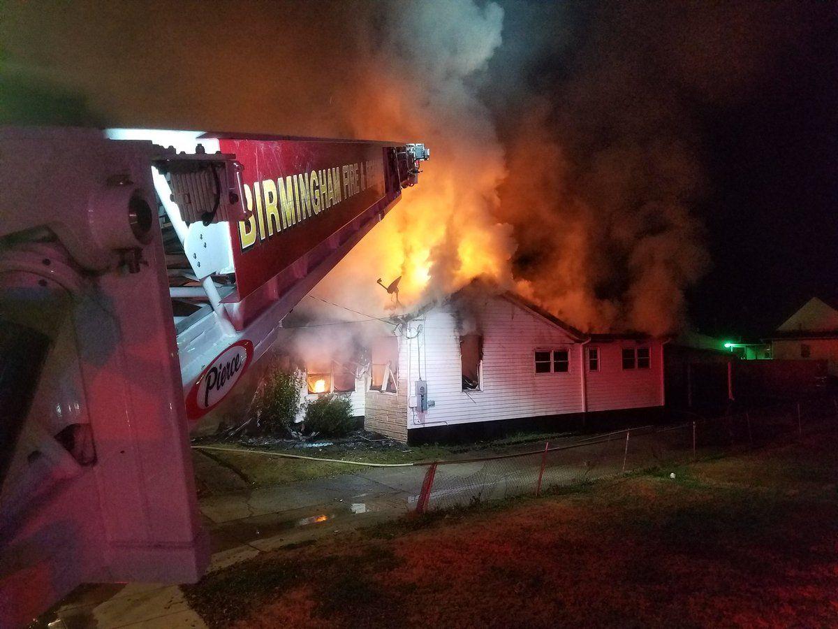El fuego destruye una casa en Pratt City