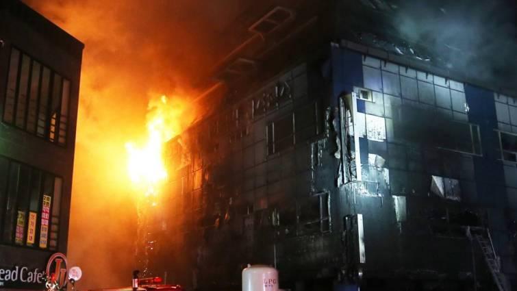 Al menos 29 muertos en el incendio de un centro deportivo en Corea del Sur