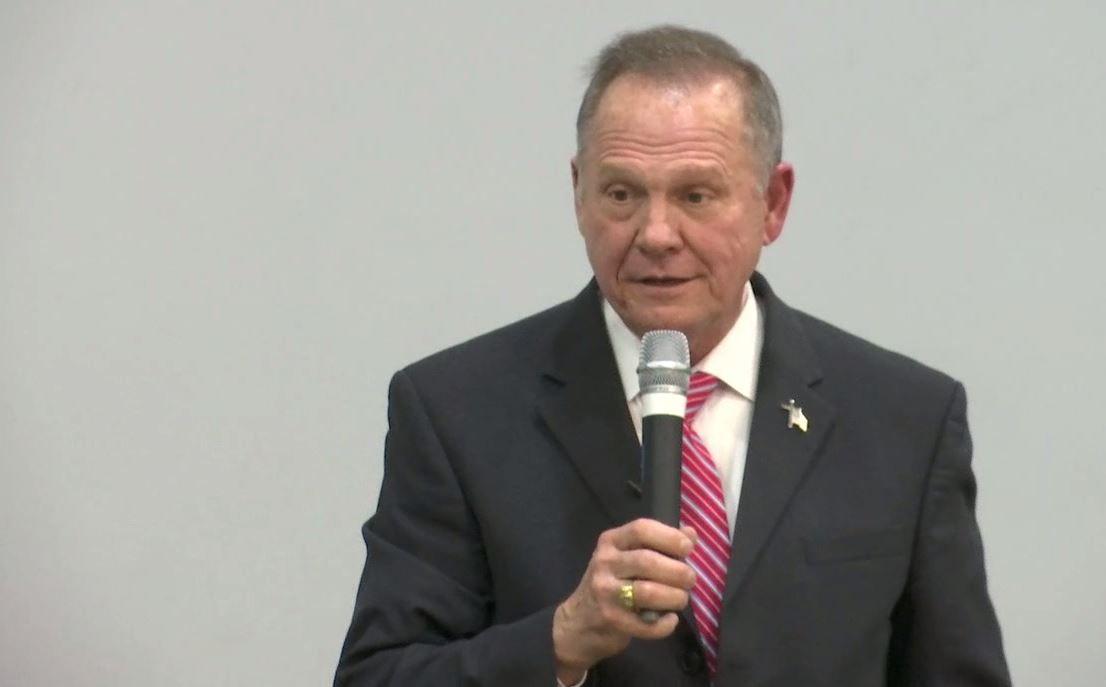 Roy Moore presenta una demanda para detener la certificación electoral