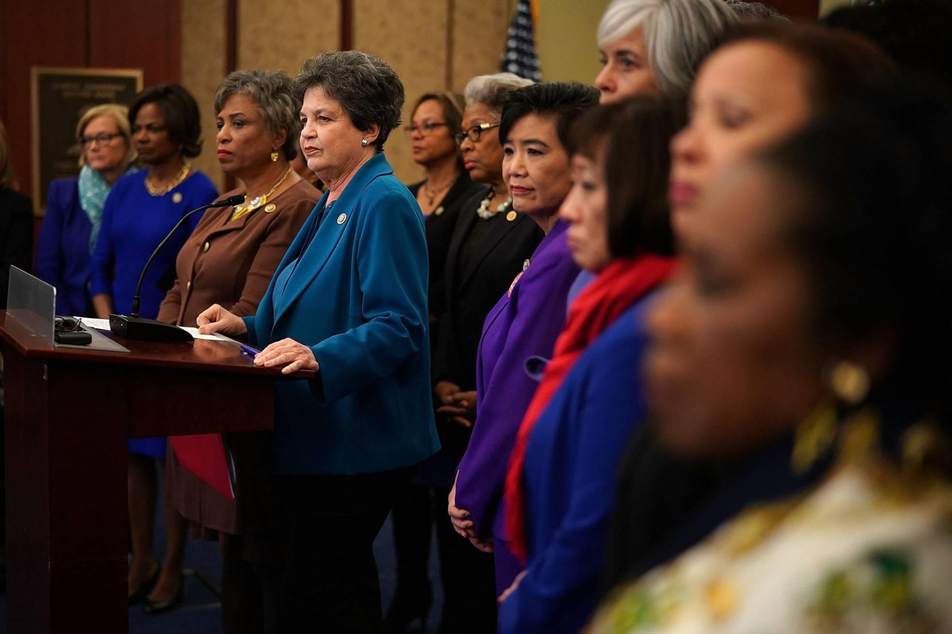 Más de 100 demócratas piden al Congreso que investigue las denuncias por acoso contra Trump