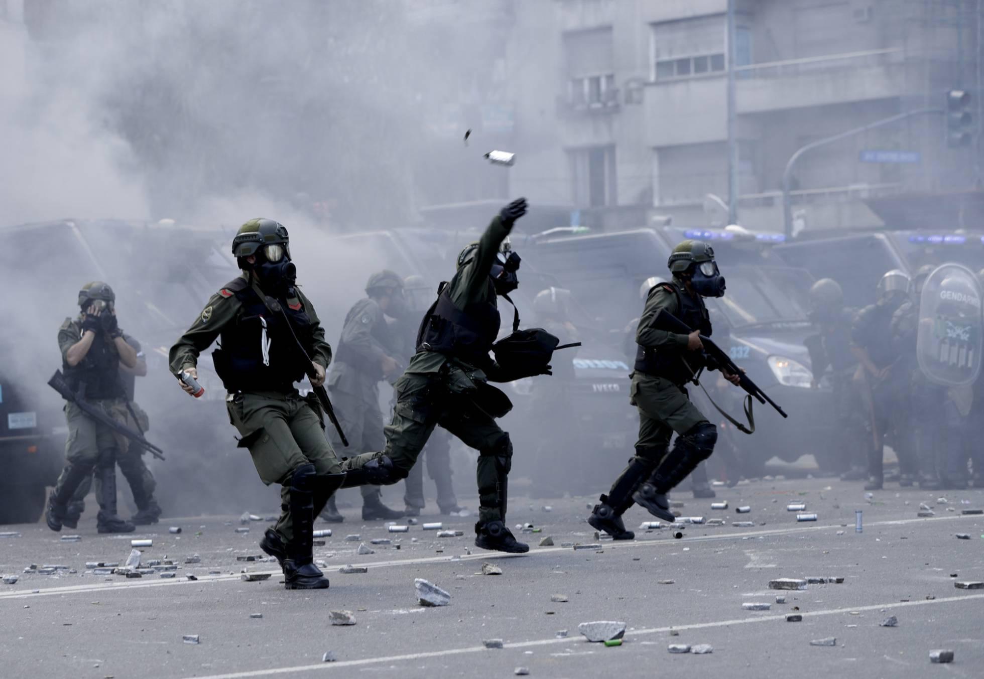 Los disturbios obligan a suspender la reforma de las pensiones en Argentina