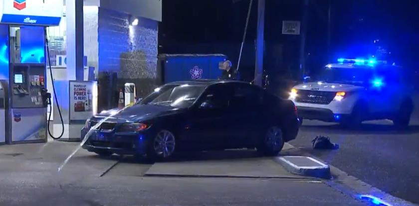 1 muerto y 1 en custodia después de tiroteo en estación de servicio Chevron