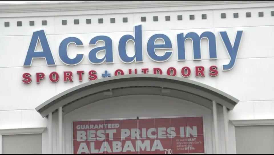 Academy Sports and Outdoors patrocina compras para niños antes del campeonato nacional