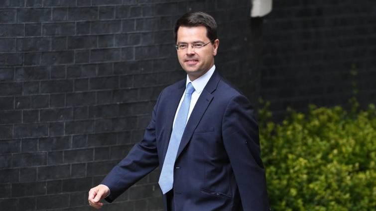 Dimite el ministro británico para Irlanda del Norte antes de los cambio de May