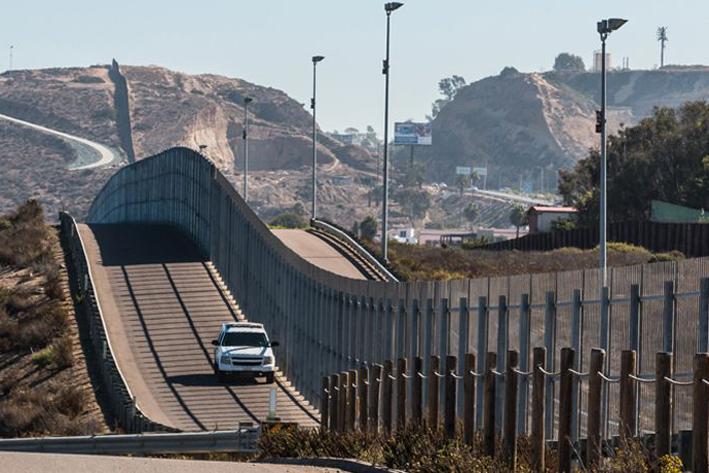 El muro, prioridad migratoria número uno de Trump