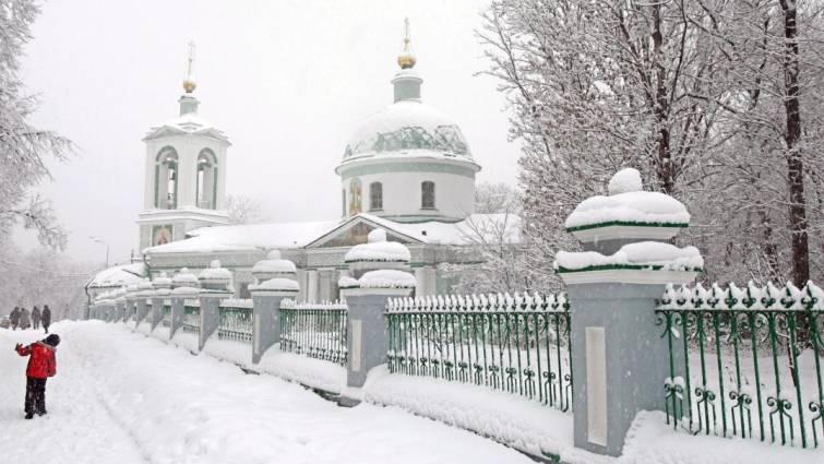 Un menor ataca con un hacha y deja heridos graves a tres niños y una profesora en Rusia