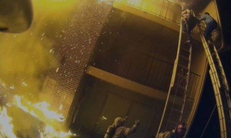 bombero atrapa a nina