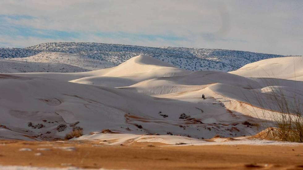 Dunas de nieve en el desierto del Sáhara