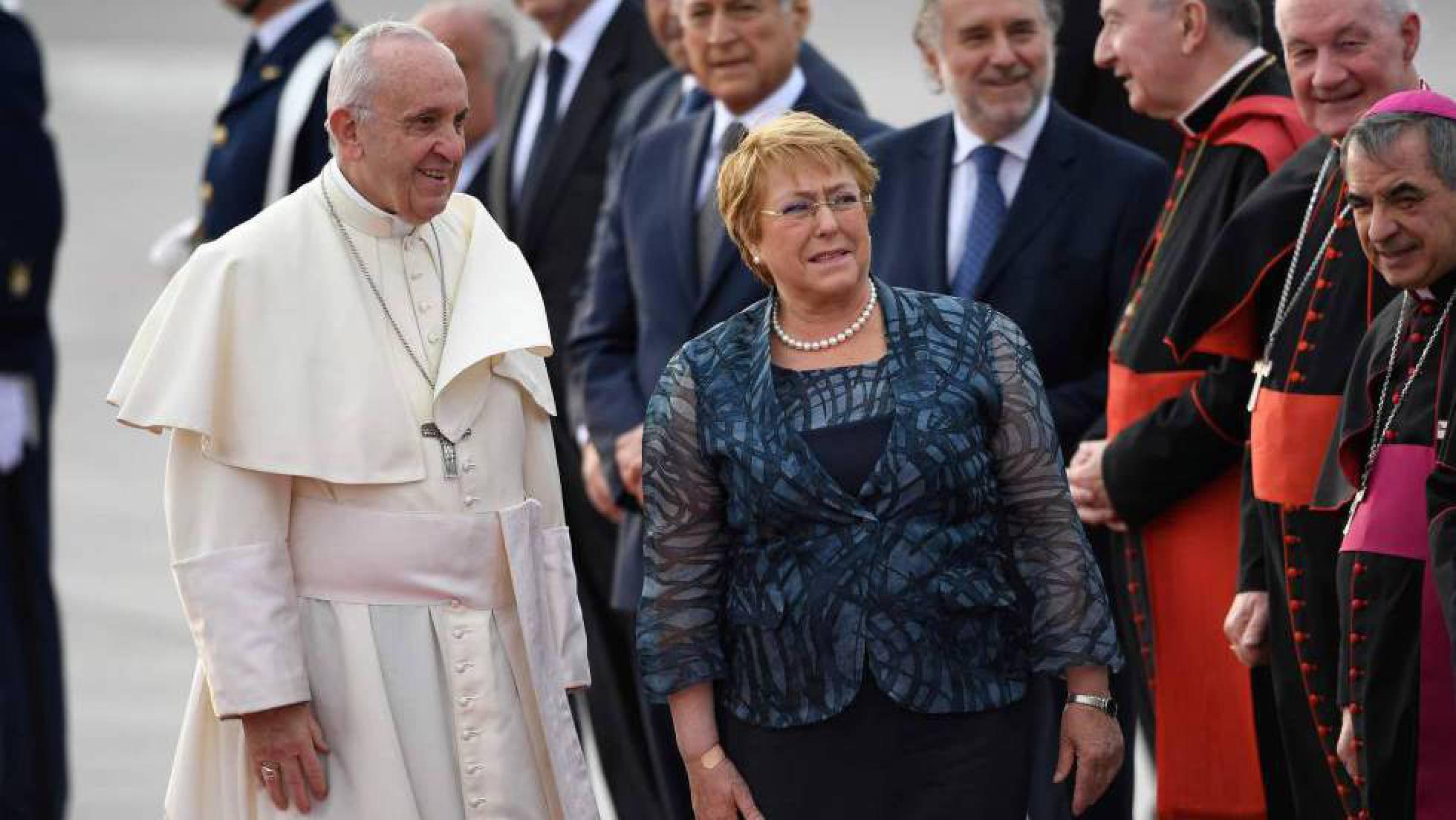El Papa revisa su posición sobre la pederastia en Chile y anuncia una investigación