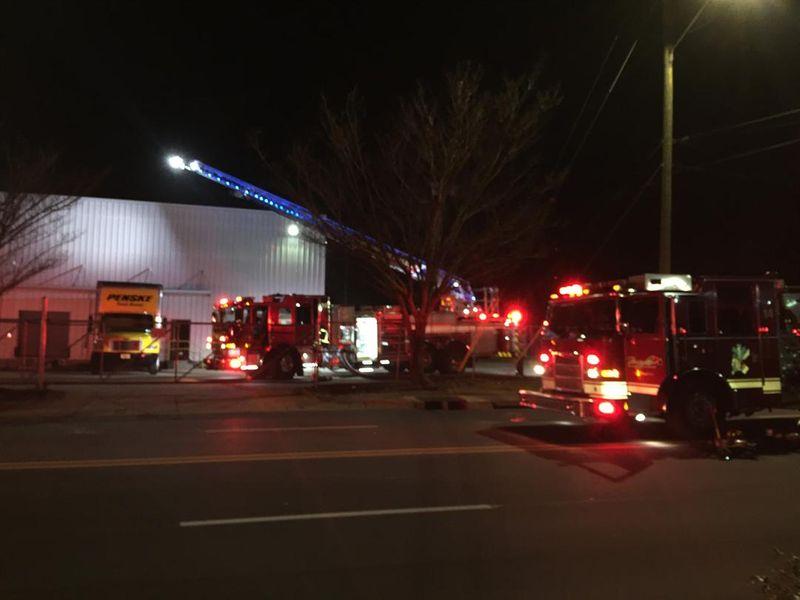 Funcionarios investigan incendio ocurrido durante la noche en un negocio en Ensley