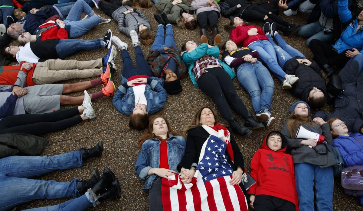 """Los jóvenes se rebelan contra las armas en Estados Unidos: """"Nadie necesita un AR-15 para defenderse"""""""