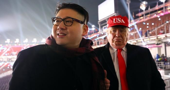 Expulsan a dobles de Donald Trump y Kim Jong durante la inauguración de los juegos olímpicos de invierno
