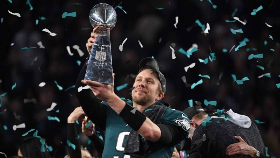 Los Eagles logran su primer Super Bowl en un partido ajustado contra los Patriots