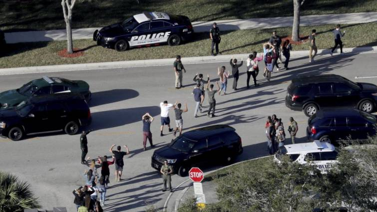 agentes evacuan instituto
