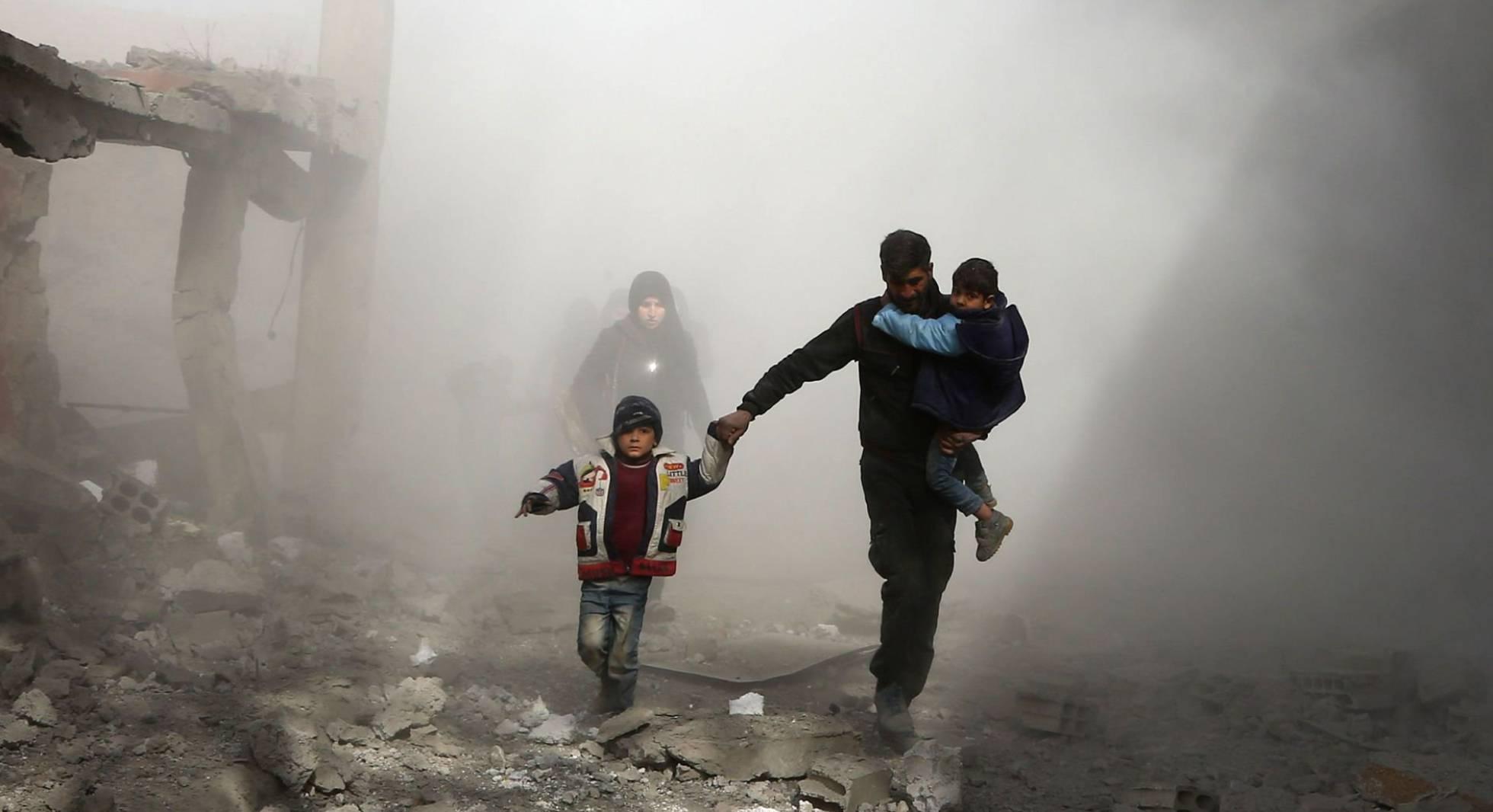 civiles sirios huyendo