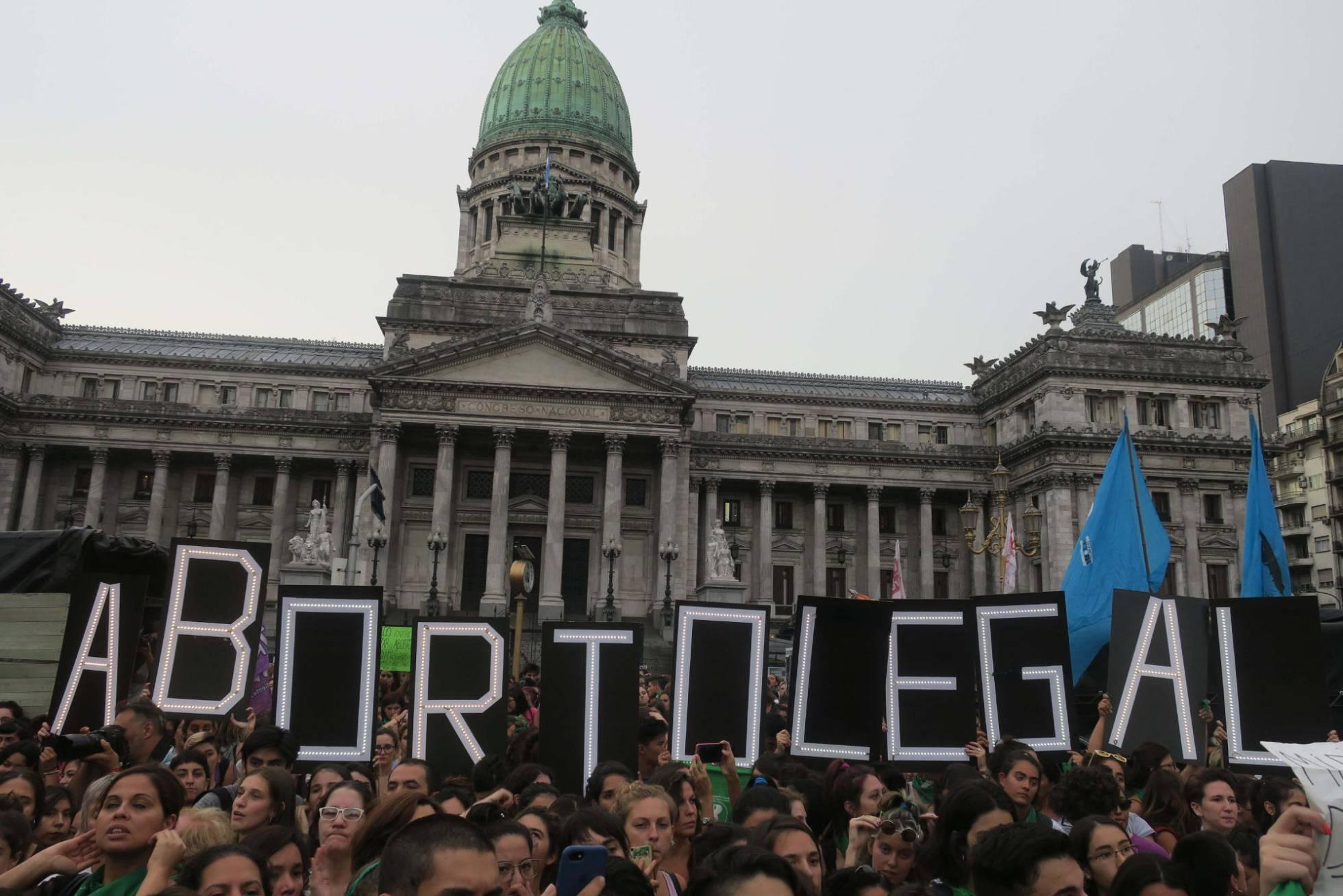 manifestacion pro aborto argentina