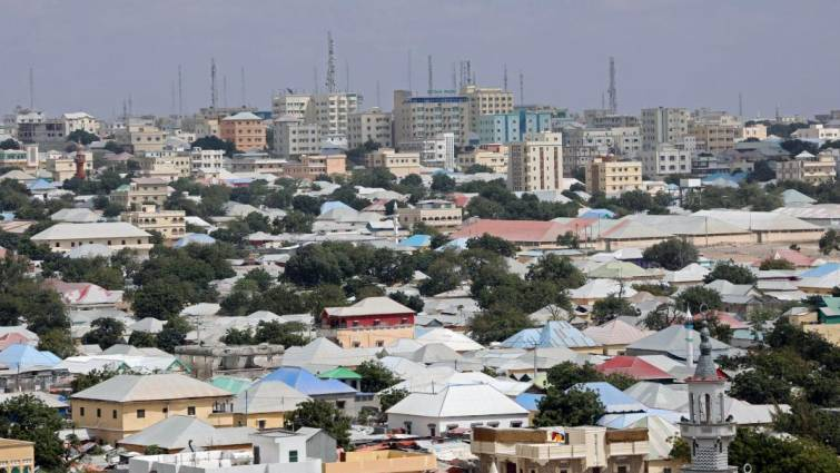 Explotan dos coches bomba ante el palacio presidencial de Somalia