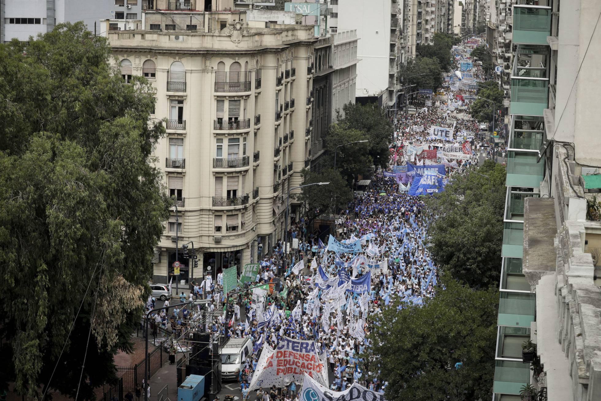 Una huelga de maestros deja a cinco millones de niños sin clases en Argentina