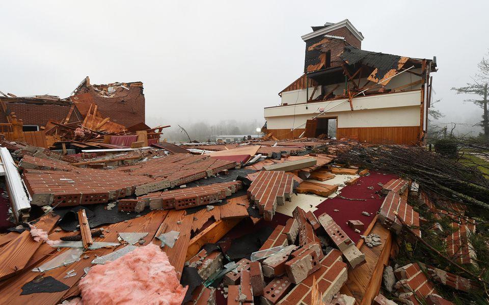 Daños significativos en Jacksonville debido a 2 tornados. No hay víctimas confirmadas