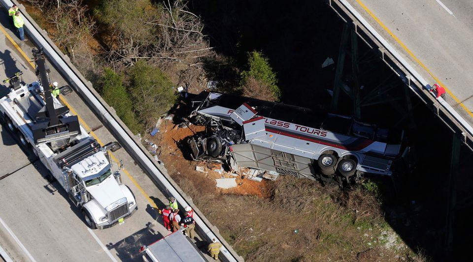 Conductor de autobús de escuela secundaria, murió en accidente de tránsito y otros 6 resultaron heridos